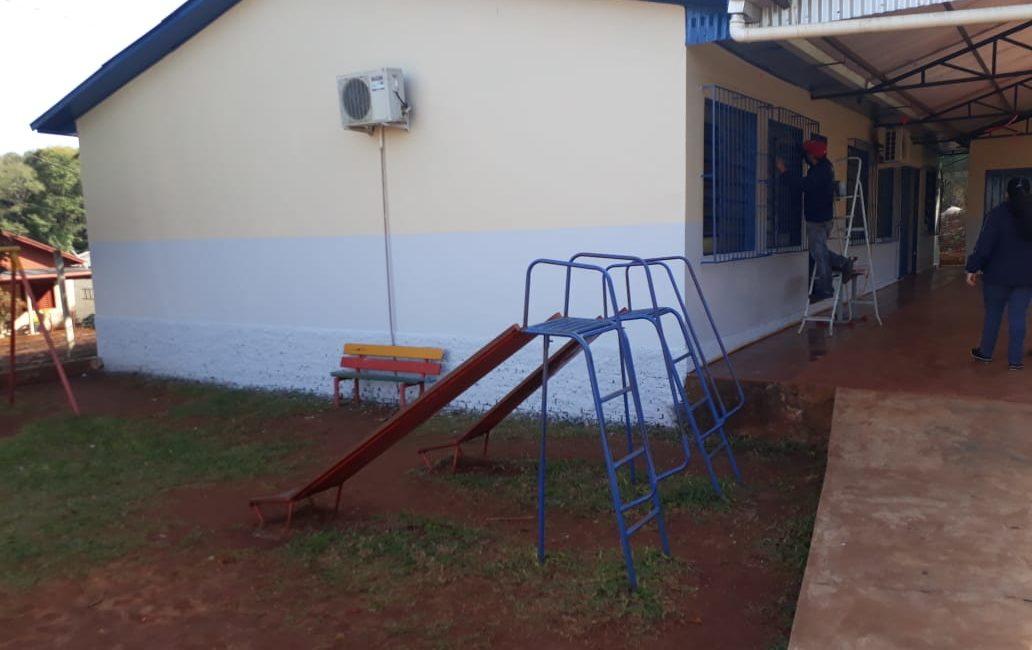 Redentora: Administração Municipal revitaliza parque infantil de escola