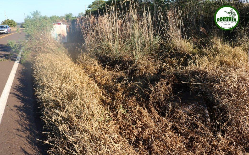 Veículo tomba as margens da RSC-472 próximo a Daltro Filho