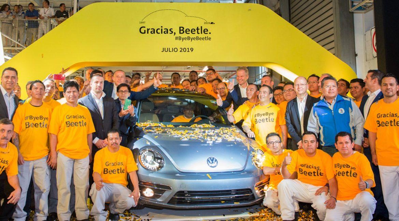 Volkswagen encerra produção mundial do Fusca; veja como foi a despedida
