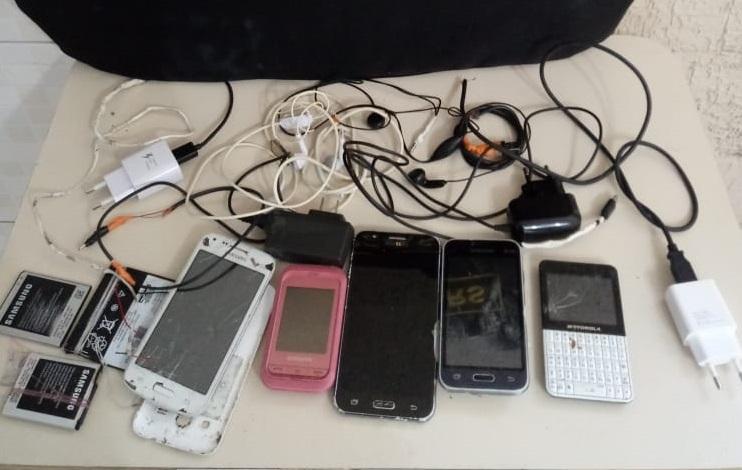 Agentes da Susepe apreendem celulares no presídio de Sarandi