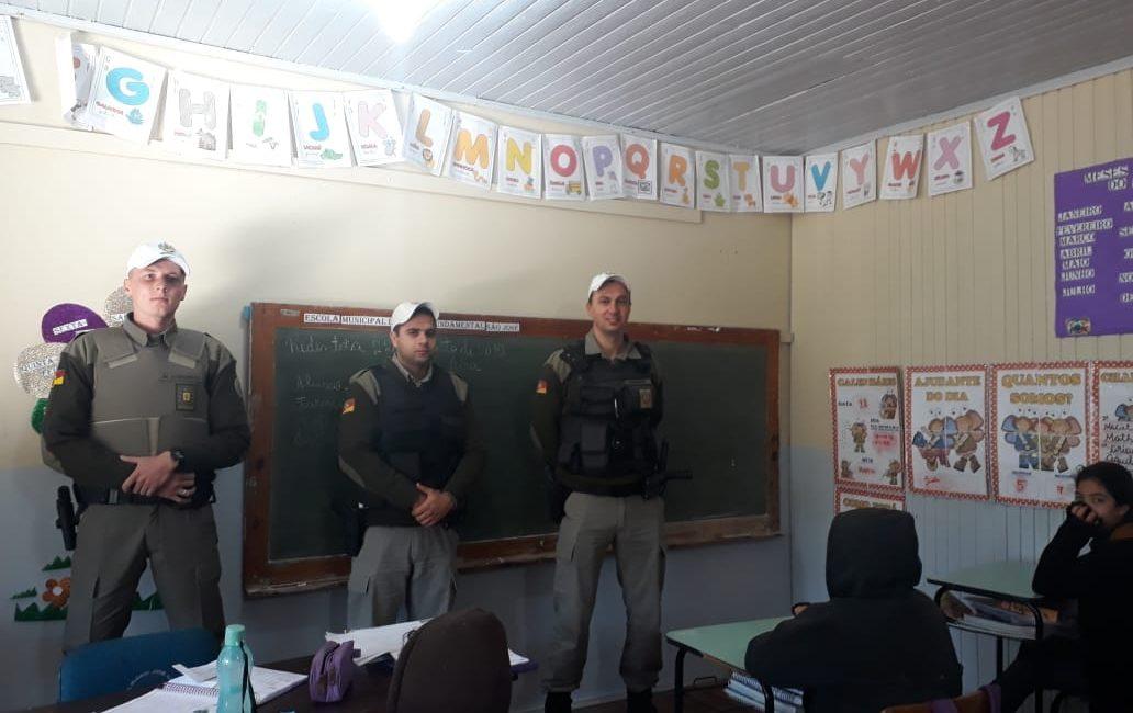 Redentora: Policiais Militares recebem homenagem