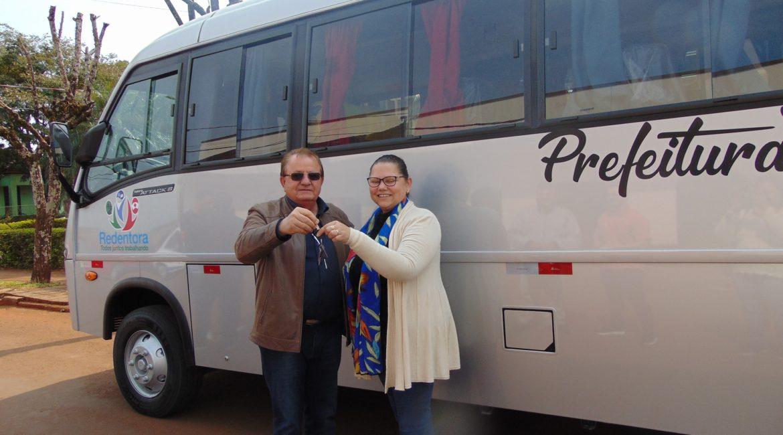 Redentora: Prefeito Nilson entrega micro-ônibus à Secretaria da Saúde