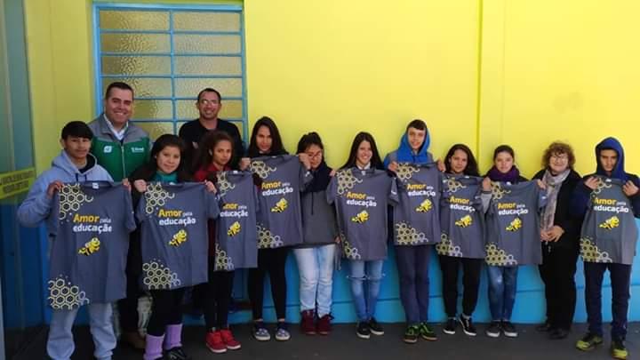 Chiapetta: Alunos recebem camiseta personalizada em celebração ao Dia do Estudante
