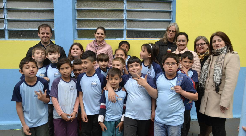 Chiapetta: Alunos das Escolas Municipais recebem uniformes