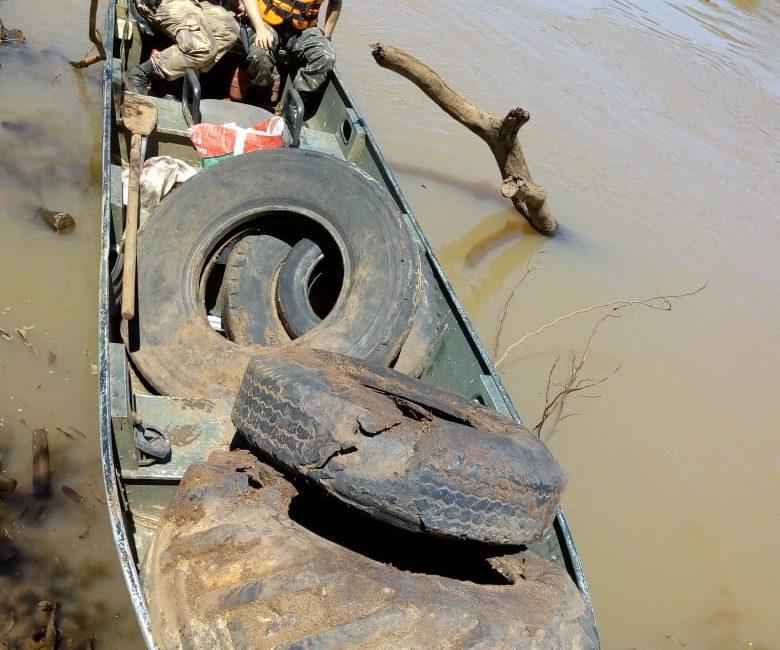 Estiagem revela grande volume de lixo no rio Uruguai