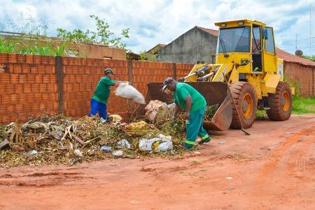 Coronel Bicaco: Limpeza urbana de entulhos oriundos de terrenos particulares passa a ter taxa de cobrança