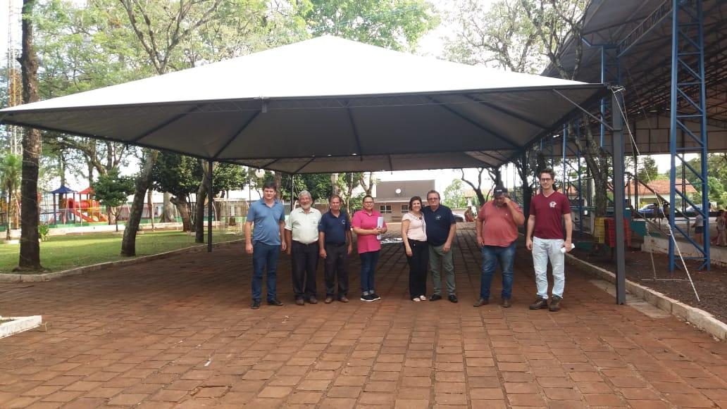 Redentora: Administração Municipal instala Pirâmides na Praça Redenção