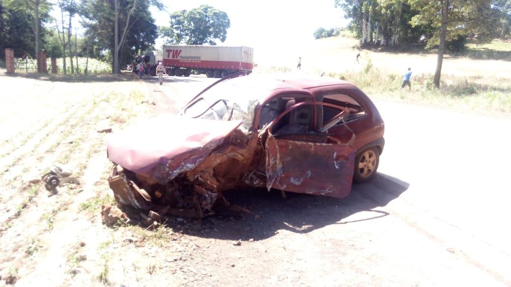 Acidente envolvendo um veículo e uma carreta na ERS 210 em São Martinho