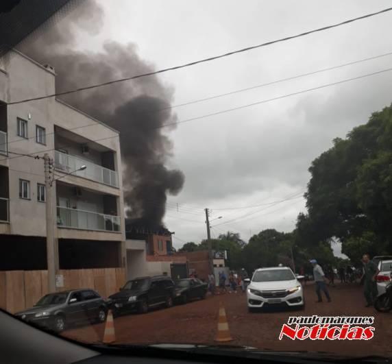 Incêndio provoca danos em uma estofaria em Três de Maio; VEJA VÍDEO