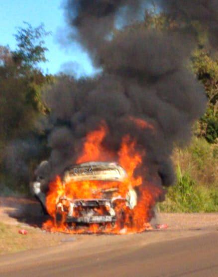 Confira Vídeo: Ambulância de Município do Noroeste do RS é destruída pelo fogo na BR 392
