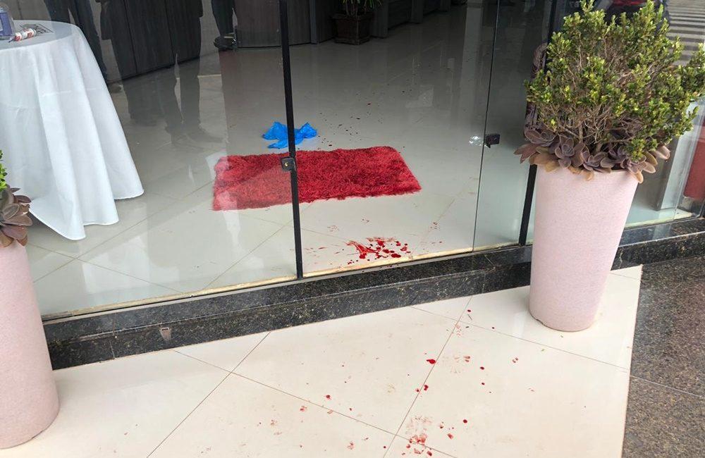Proprietária de joalheria é baleada em assalto em Ametista do Sul