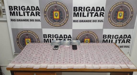 Brigada Militar de Três de Maio prende duas pessoas e impede derrame de notas falsas no comércio