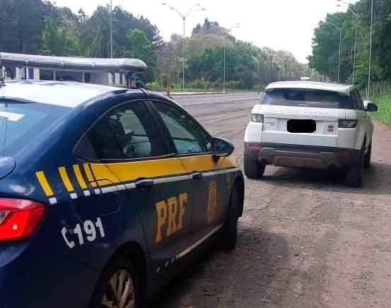 PRF recolhe carro de luxo com mais de 40 multas vencidas em Ijuí
