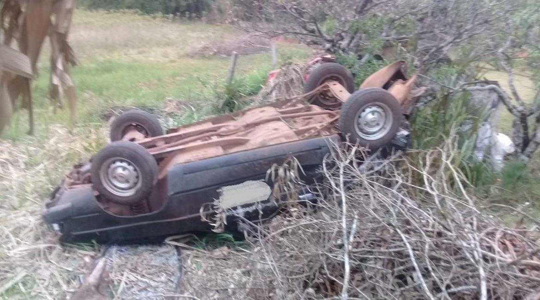 Veículo colide em outro parado e os dois vão parar fora da pista na BR-468, em Tiradentes do Sul